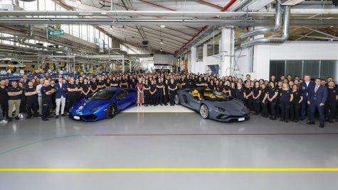 Lamborghini sărbătorește 8.000 de unități Aventador și 11.000 Huracan