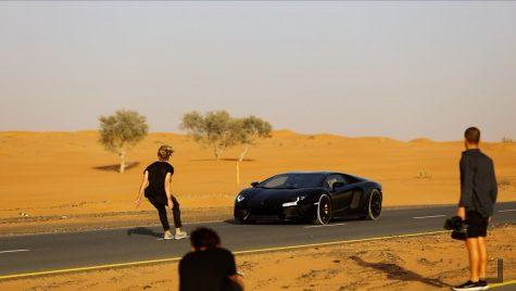 A sărit peste un Lamborghini care rula cu 200 km/h!