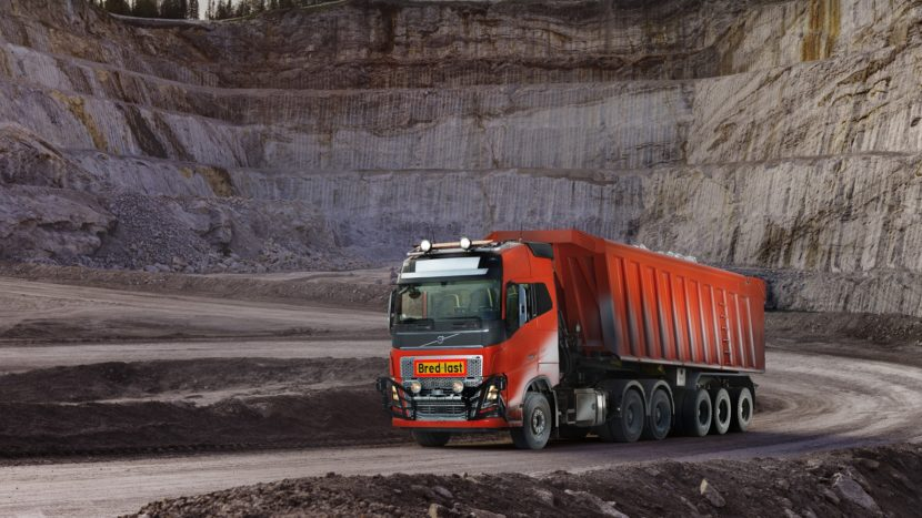 Volvo vinde primele camioane autonome