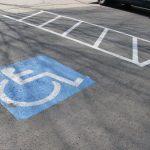 Proiect de lege: Ți se ridică mașina dacă parchezi pe locurile pentru persoanele cu dizabilități