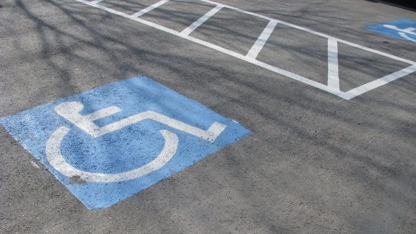 loc de parcare persoane cu dizabilități