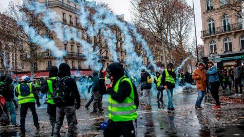Guvernul francez suspendă scumpirea carburanților în urma protestelor