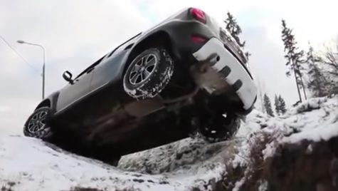 Dacia Duster versus Lada Niva: la luptă dreaptă (Video)