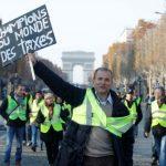 Proteste violente la Paris. Oamenii se revoltă împotriva scumpirii carburanților