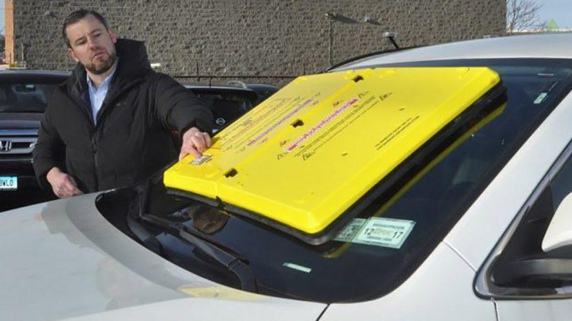 Caracatiţa de parbriz - noua metodă de blocare a maşinilor