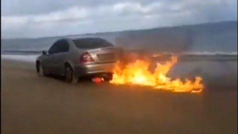 El este românul care și-a dat foc la mașină live pe Facebook