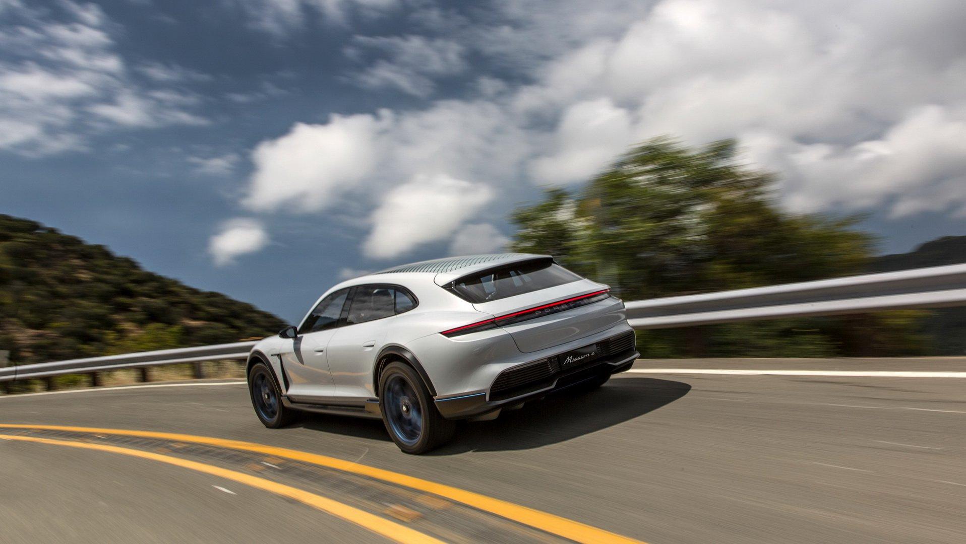 Porsche Taycan Cross Turismo (1)