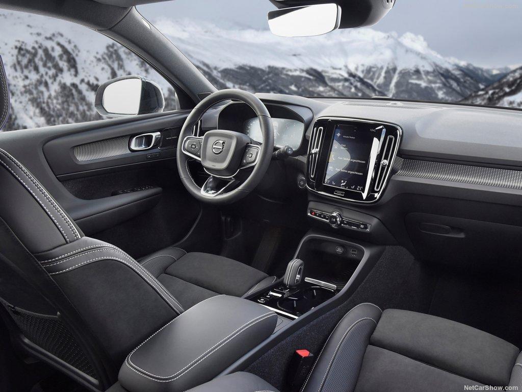Mașină Volvo