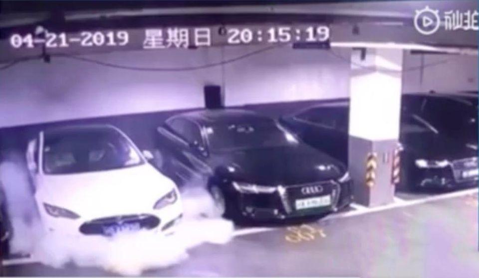 Tesla Model S incendiu
