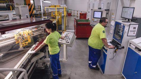 Cei mai mulți angajați din industria prelucrătoare românească activează în sectorul auto