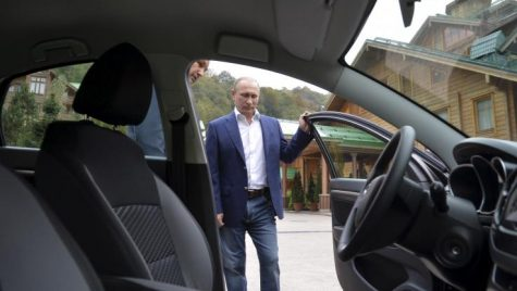 Vladimir Putin conduce o mașină mai ieftină decât Duster!