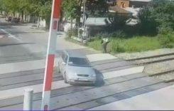 Inconștiență în Capitală. A traversat calea ferată chiar dacă bariera coborâse! VIDEO
