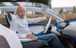 Fostul șef de la Mercedes, Dieter Zetsche, surprins la volanul unui BMW. Cum e posibil?