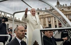 Cu ce mașină se va deplasa Papa Francisc în România? Restricții de circulație