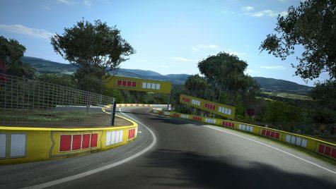 Cea mai rapidă mașină de serie cu tracțiune față pe acest circuit este…