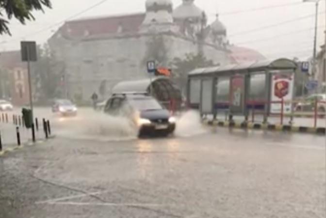 Furtună Oradea (2) cod roșu