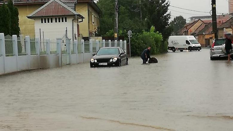 Furtună Oradea (3) cod roșu