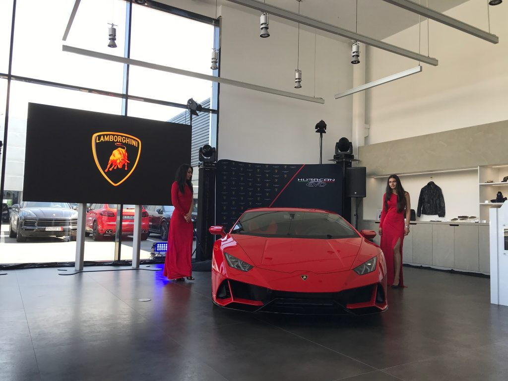 Premieră națională a Huracán EVO la showroomul Lamborghini București, recent renovat