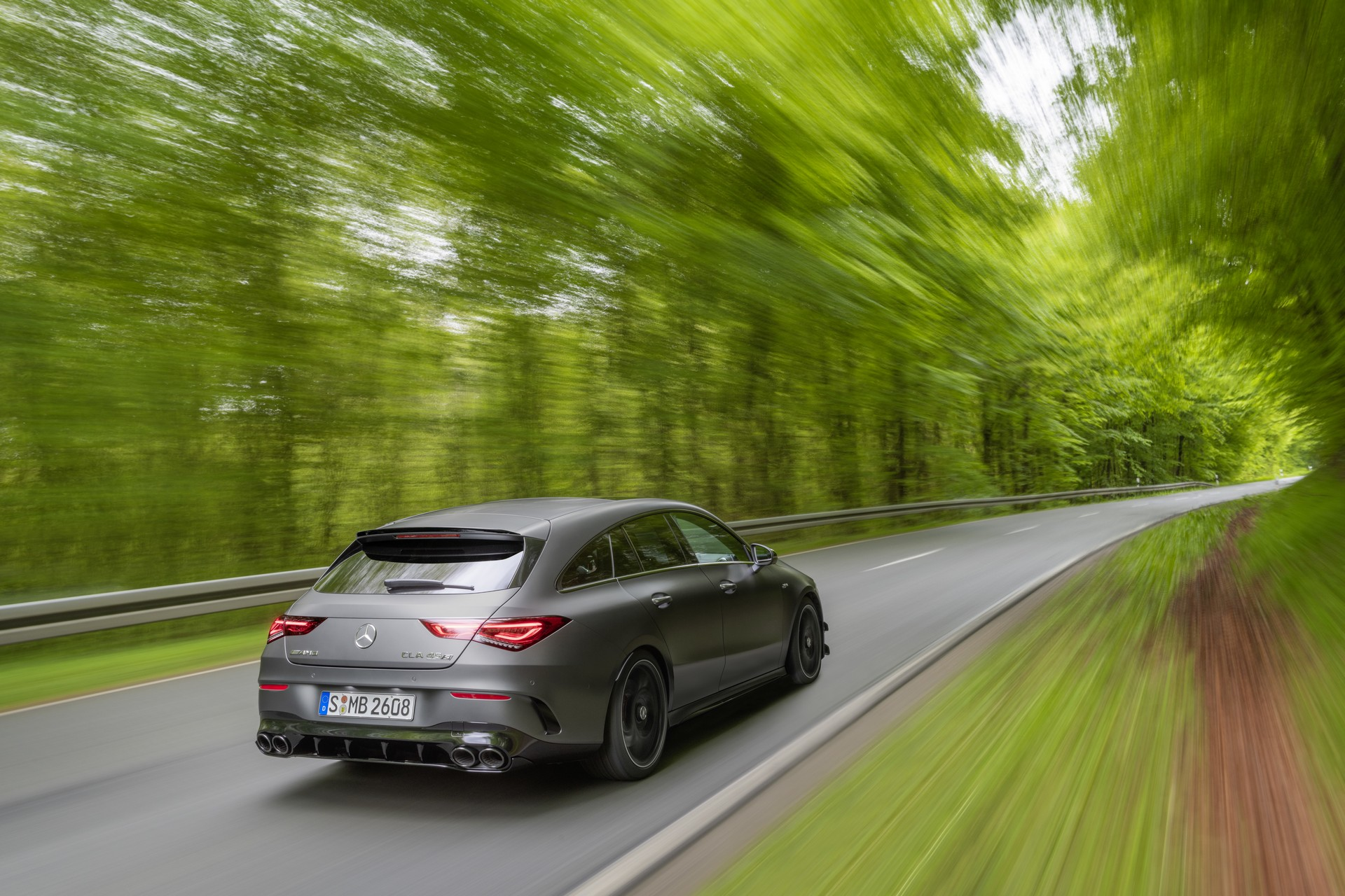 Mercedes-AMG CLA 45 4MATIC+ Shooting Brake (2)