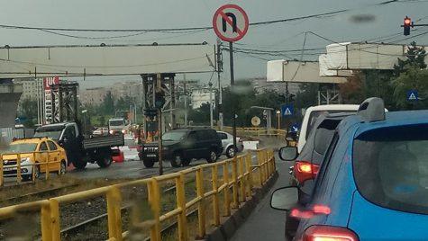 Se montează podul la nodul rutier Virtuții/Ciurel