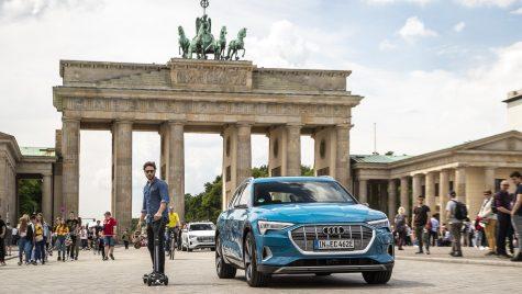 3 în 1 de la Audi. Cum arată vehiculul electric care este scuter, skateboard și trotinetă?