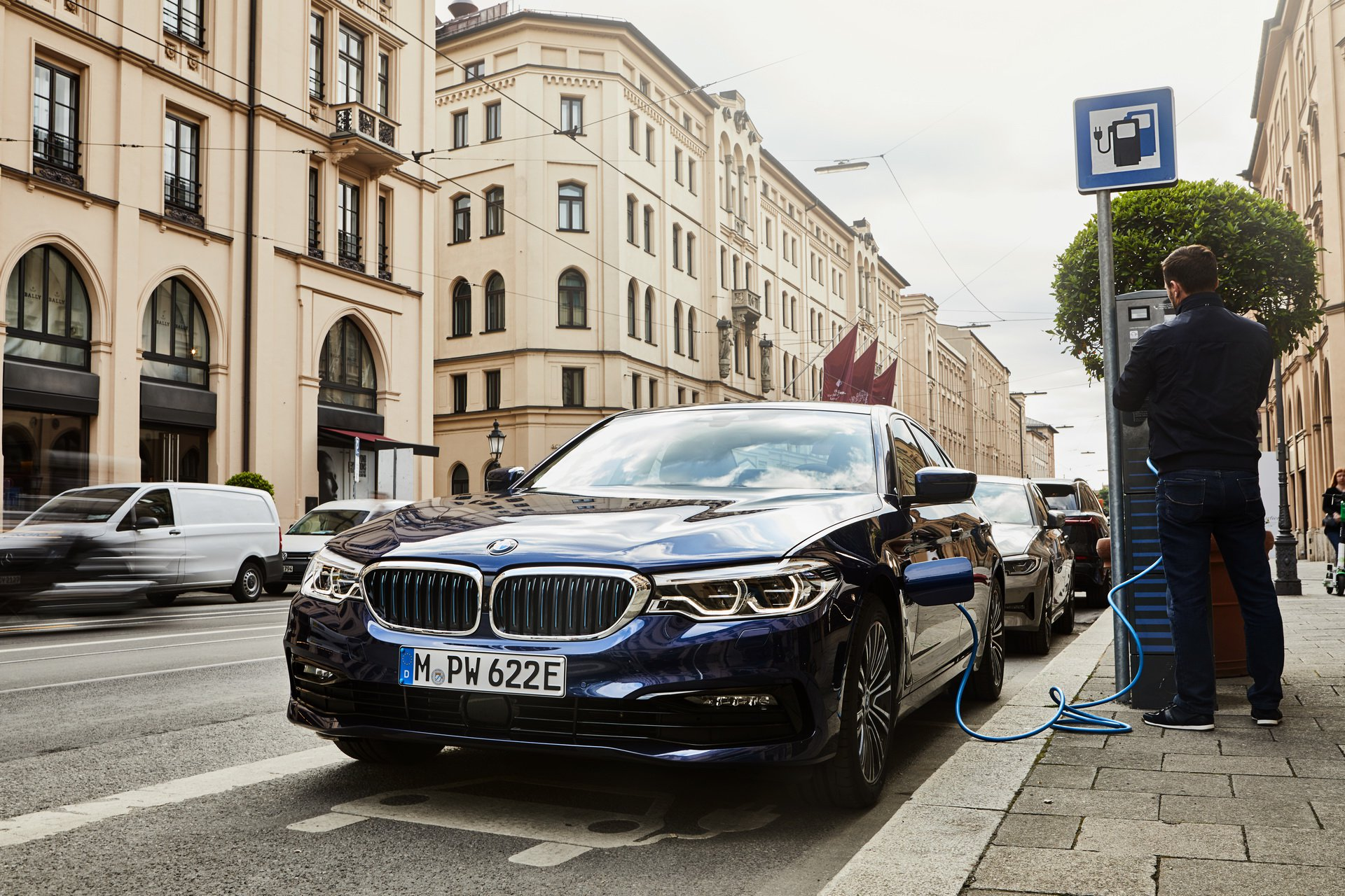 BMW 530e (1)