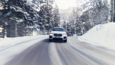 Noul BMW X5 xDrive45e poate fi comandat în România. Cât costă X5 plug-in hibrid?