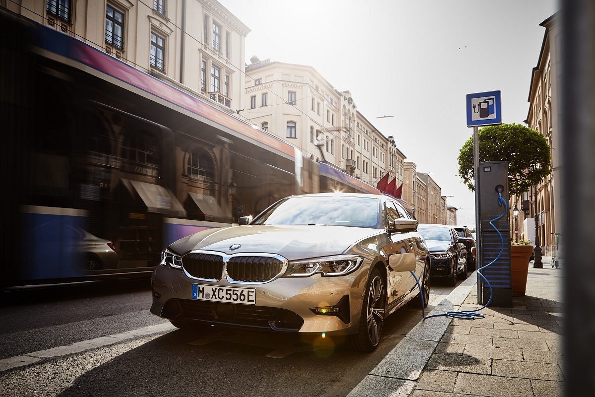 Noul BMW 330e Plug-in Hybrid (3)
