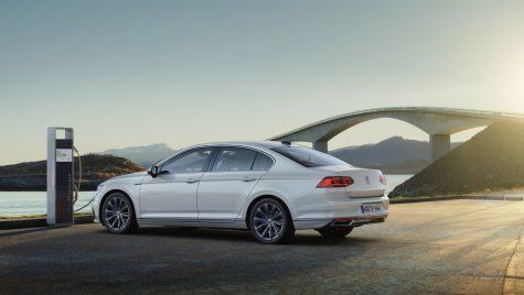 Noul Volkswagen Passat GTE – Ce autonomie electrică are și cât costă?