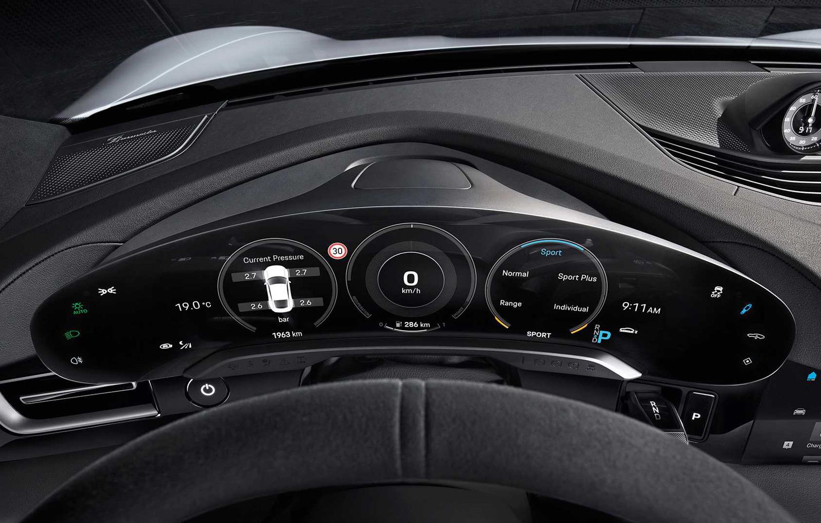 Porsche Taycan interior (2)