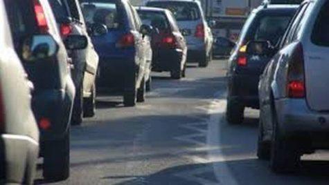 B1.ro – Circulație oprită, duminică, pe Autostrada Soarelui. O mașină a luat foc