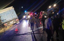 Un TIR a lovit în plin un microbuz plin cu pasageri. Bilanțul cumplit