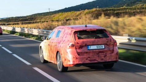 Noua Skoda Octavia apare în fotografii oficiale în timpul testelor