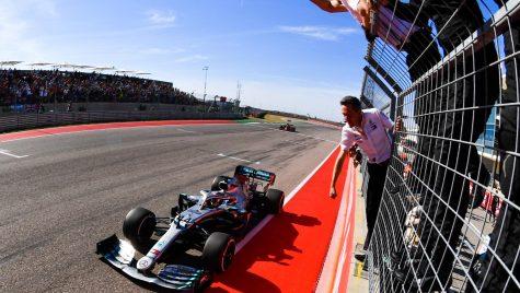 Lewis Hamilton, campion mondial. Primul lucru pe care l-a făcut când s-a dat jos din monopost