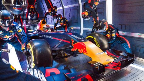 Echipa de Formula 1 Red Bull Racing a efectuat un pit stop la 10.000 metri altitudine
