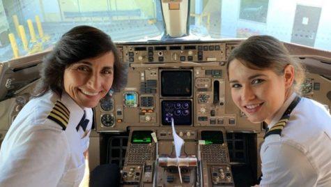 Prima pereche mamă-fiică din istorie la cârma aceluiași avion