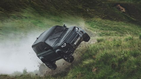 Land Rover Defender 110, cascador pentru 007 (video)