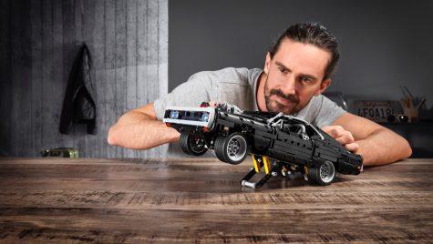 Set Lego Technic pentru modelul Dodge Charger din filmul Fast and Furious