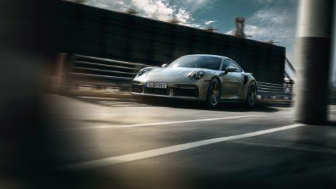 Porsche își prezintă noul model 911 Turbo S în cadrul unui clip de prezentare