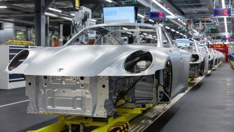 Coronavirus: Porsche oprește producția pentru două săptămâni la uzinele din Stuttgart și Leipzig