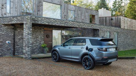 Range Rover Evoque și Land Rover Discovery Sport primesc versiuni plug-in hybrid