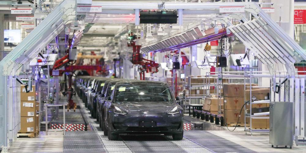 Kia si Tesla noi masuiri post-criza