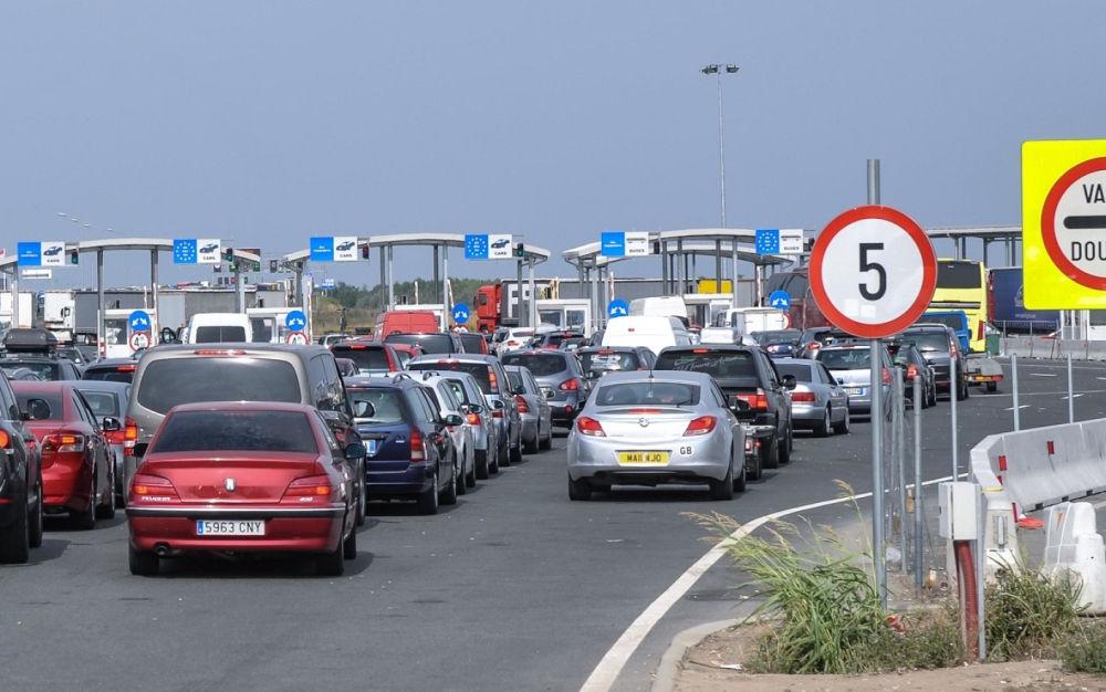 Cetăţenii români care se întorc în ţară vor putea traversa Ungaria în continuare doar prin coridorul umanitar