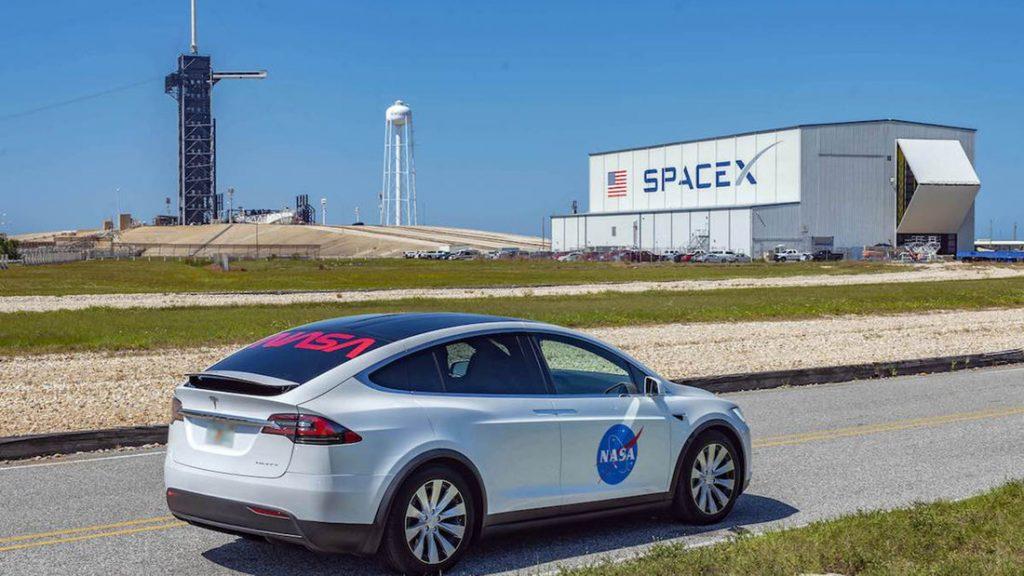 Tesla Model X noul mijloc de transport al astronauților