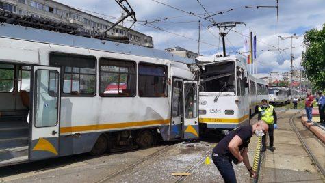 VIDEO: Două tramvaie s-au ciocnit în zona Șura Mare din București