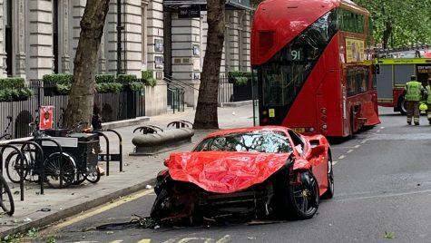 Un Ferrari 488 Pista în valoare de 280.000 euro a fost distrus în centrul Londrei