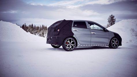 Primele imagini cu prototipul noului Hyundai i20 N în timpul testelor din Suedia