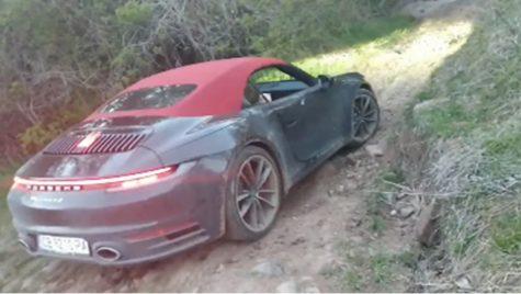 Se poate face off-road cu un Porsche 911 Cabriolet? Aparent, da!