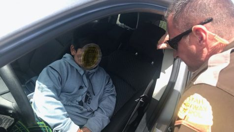 Copil de 5 ani oprit de poliția americană la volanul mașinii părinților