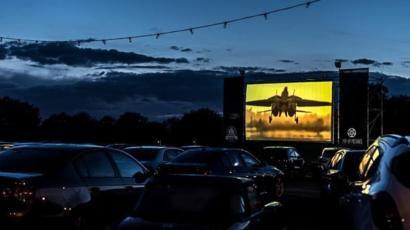 De ce spectacolele în aer liber de tip Drive-In shows pot fi soluția ideală pentru distracție în această vară?